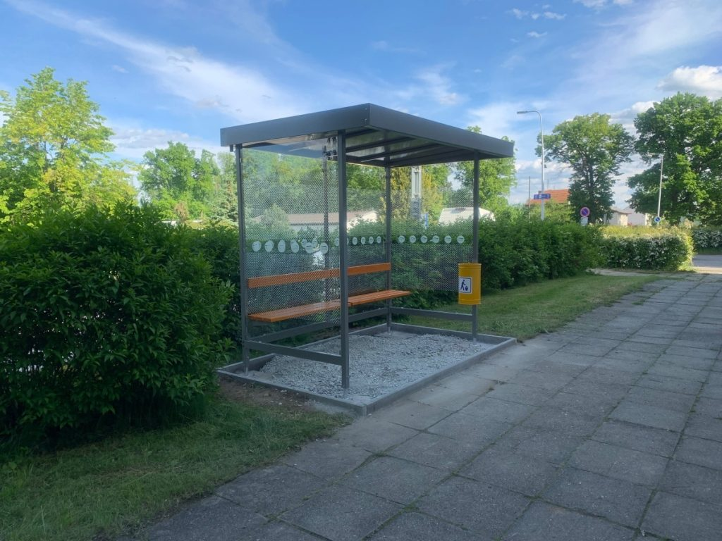 autobusova-zastavka-LARA-2A-kotvena-na-novu-plochu