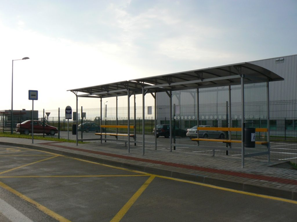 do-priemyselnych-parkov-casto-instalujeme-autobusove-zastavky-typu-LIANA