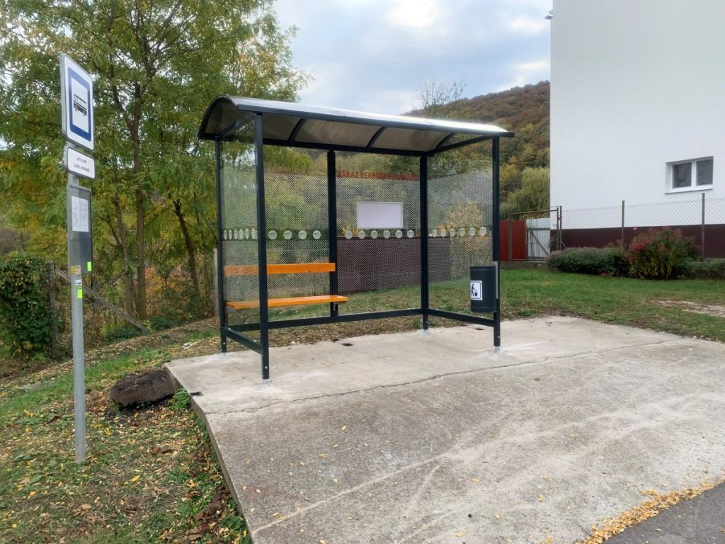 autobusova-zastavka-laura-pristresky-abris-41